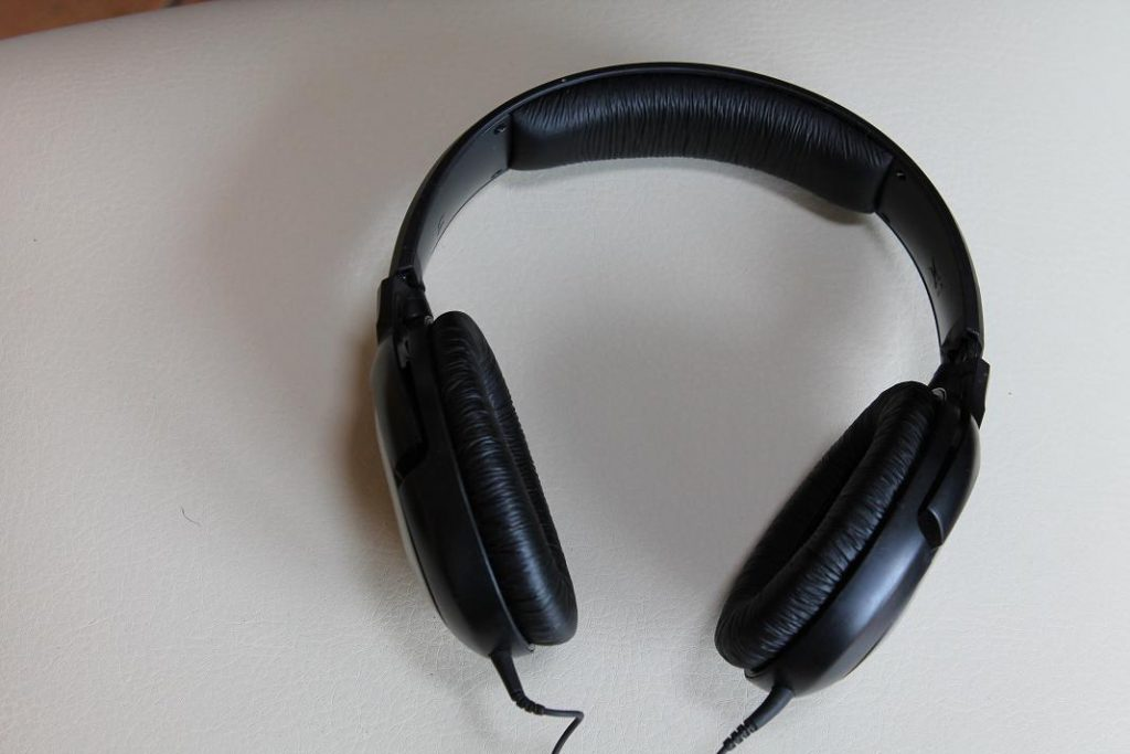 A picture of headphones