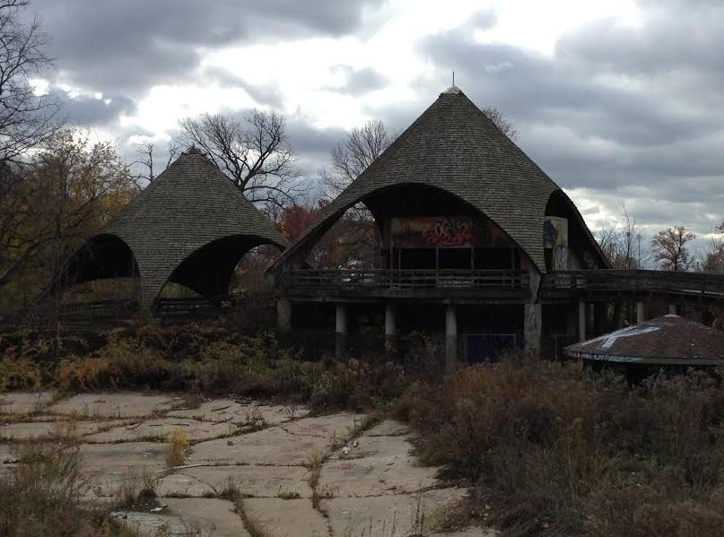 A picture of the abandoned zoo, Belle Isle, Detroit