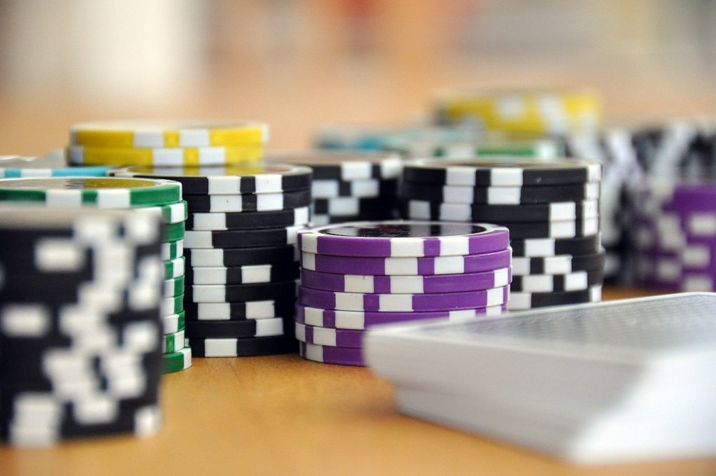 excessive gambling by fielperson and pixabay